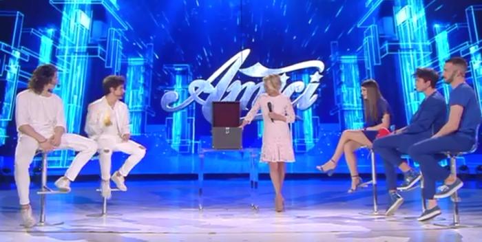 Amici 16 semifinale intervista trash